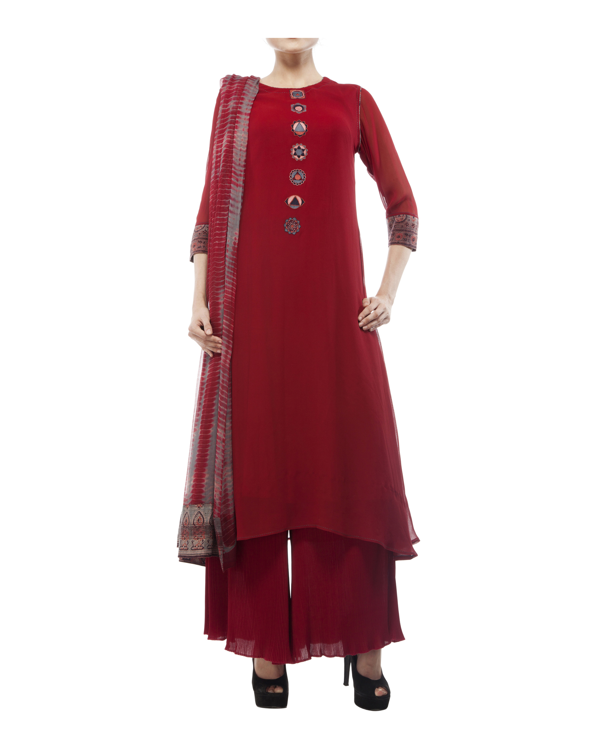 Round neck front embroidered kurta, comes with a palazzo and tie & dye chiffon dupatta