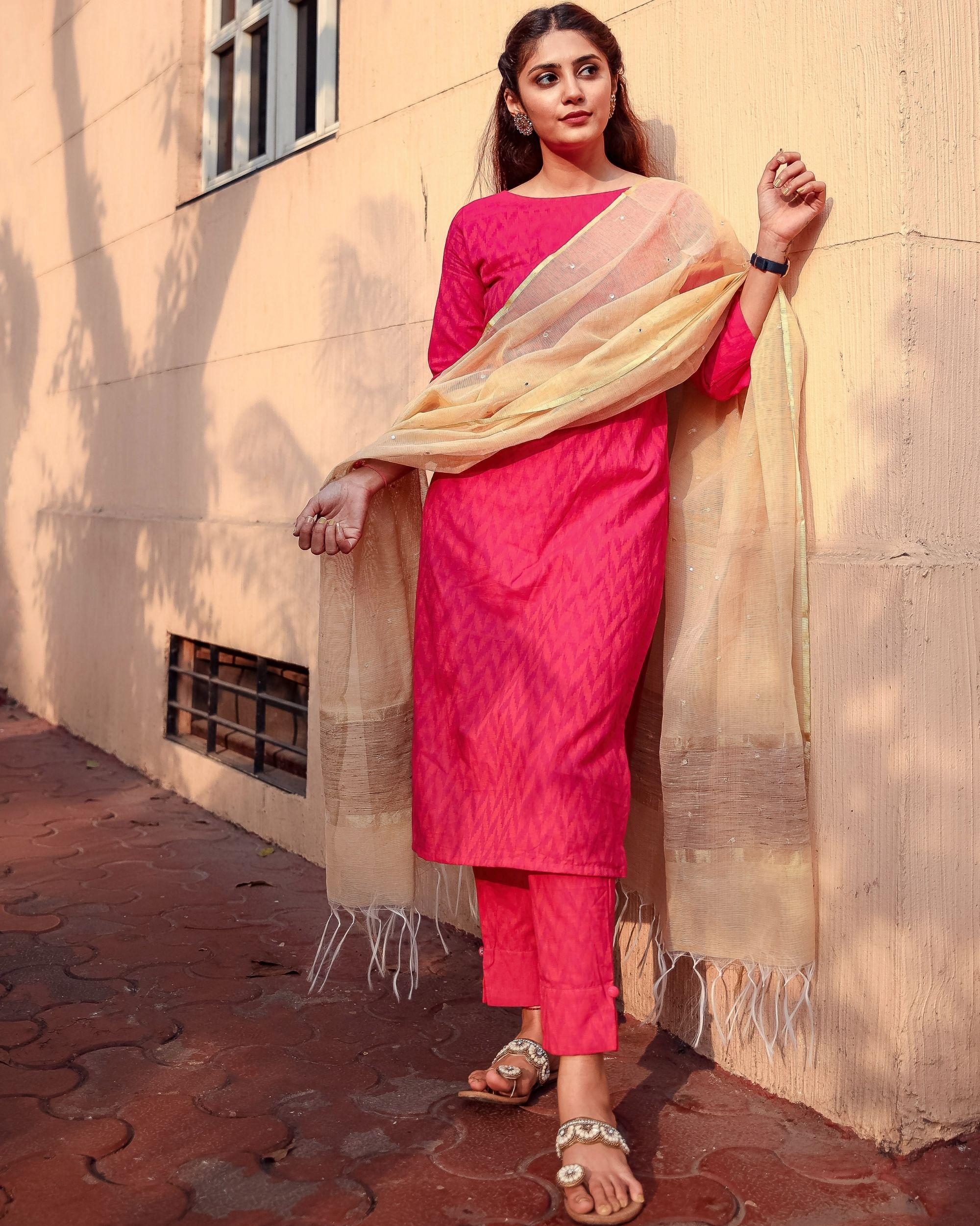 Deep pink kurta and pants with kota dupatta - set of three