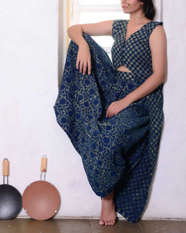 Marble blue cape with skirt