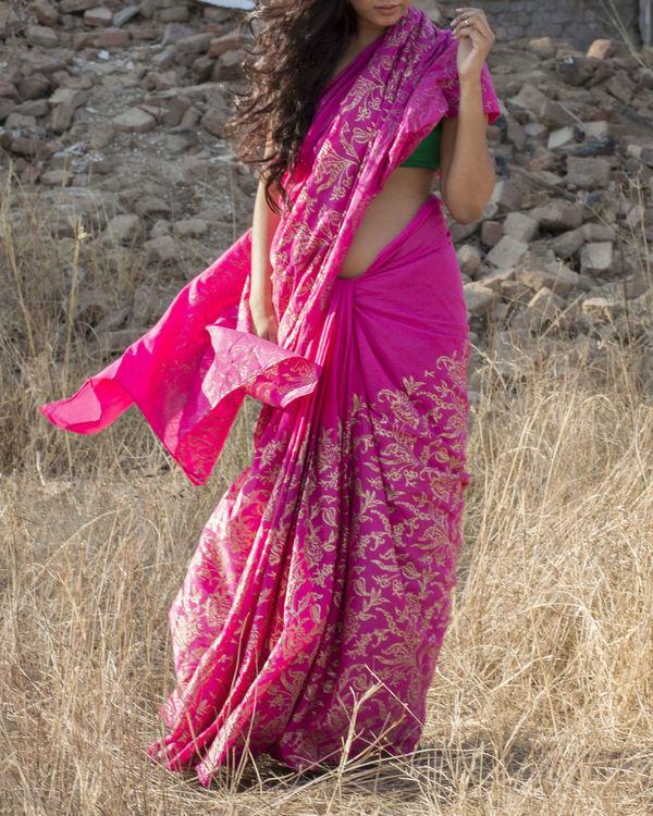 Gulabi golden saree