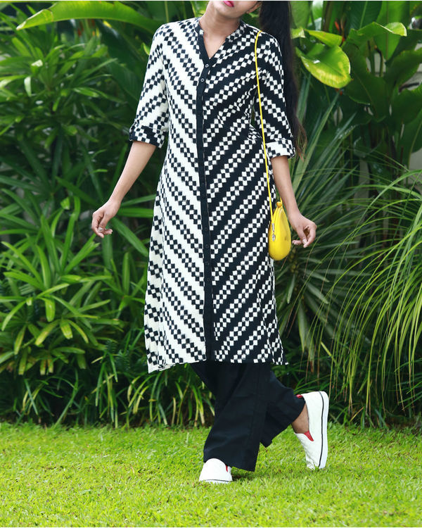 Black and white chequered ikat kurta