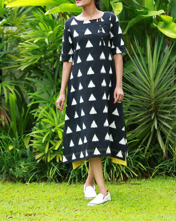 Black and white triangular ikat kurta