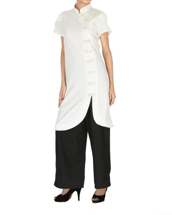 White cotton kurta with curved hem