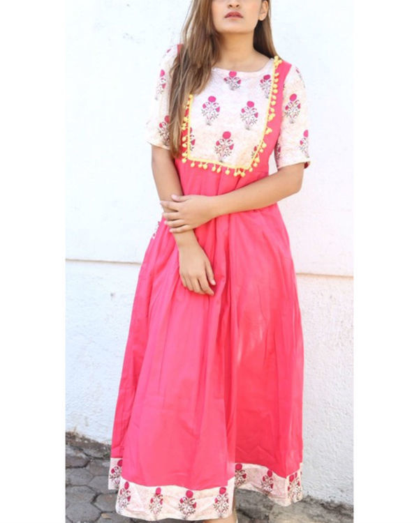 Pink and floral pom-pom maxi