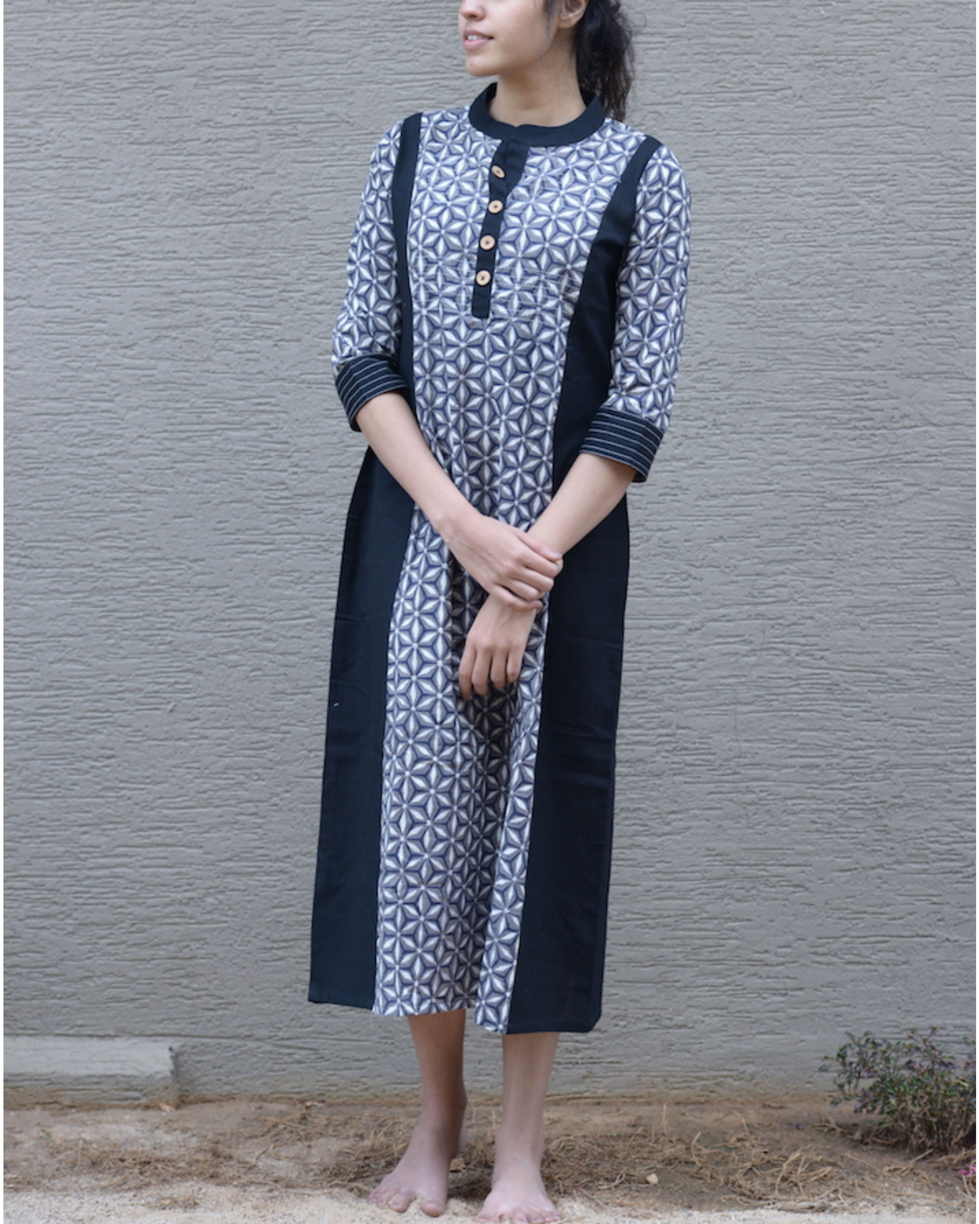 Monotone printed tunic