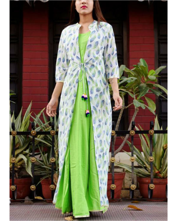 Feather print cape with maxi