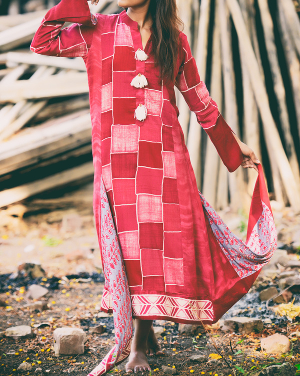 Scattered block front tasseled kurti