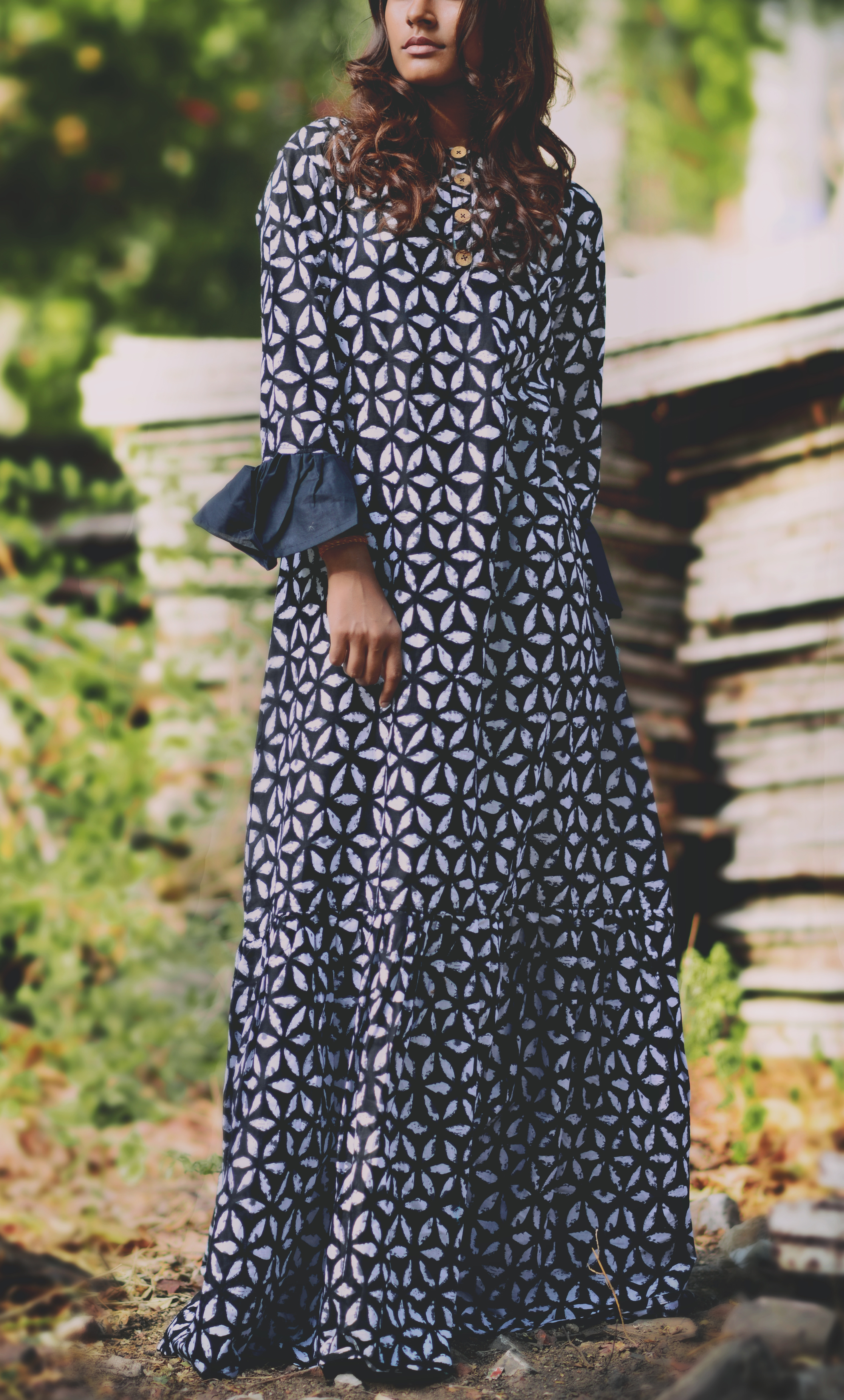Black bell sleeves motif maxi