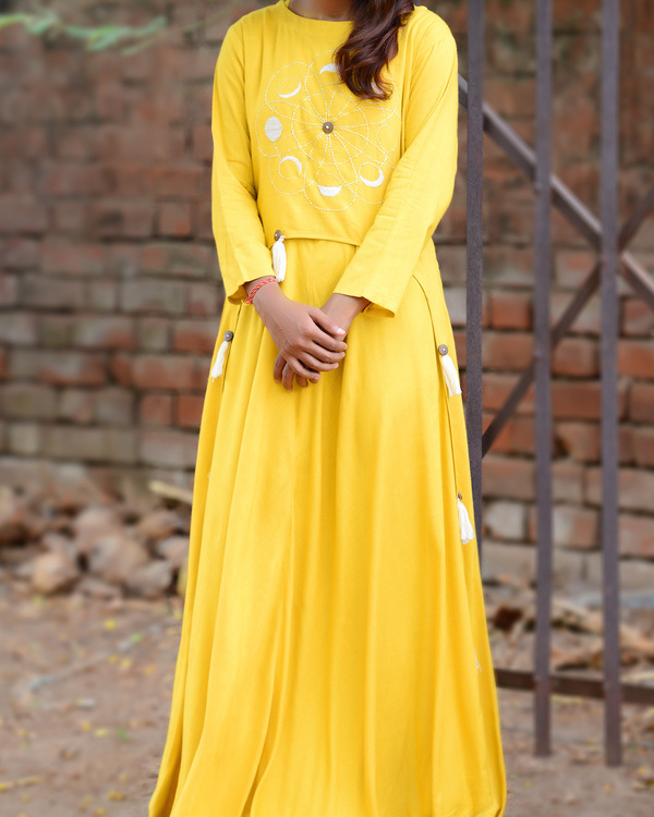 Summer yellow victorian cape with underlay