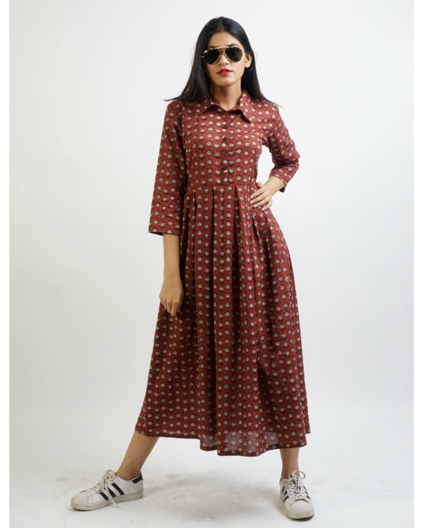 Maroon shirt collar box pleated maxi