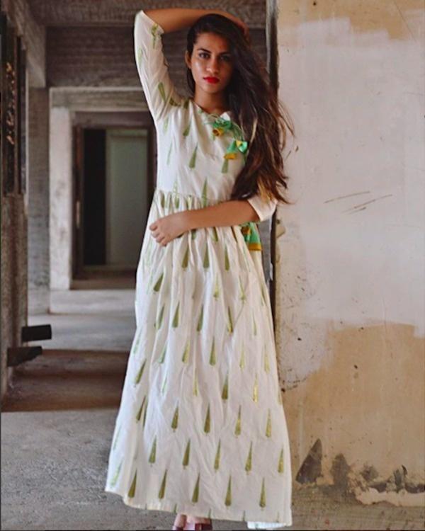 Leaf tasseled dress