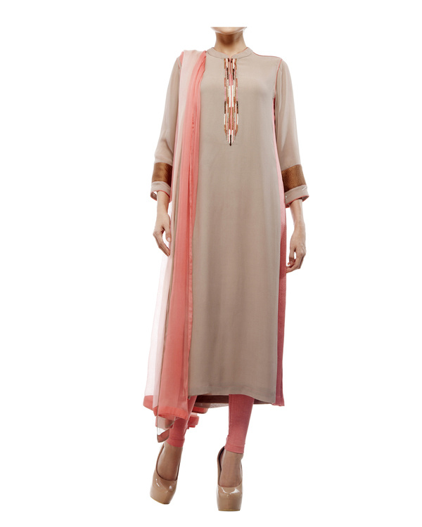 Kurta with front embroidered placket, comes with legging  chiffon dupatta
