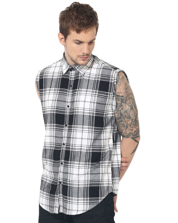 Black & white checks sleeveless casual shirt