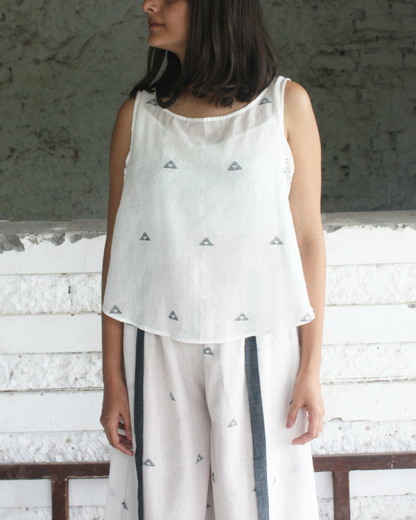 White side button top