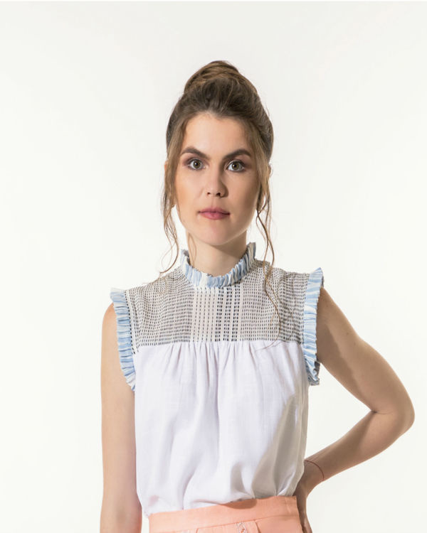 White top with mini-pleats