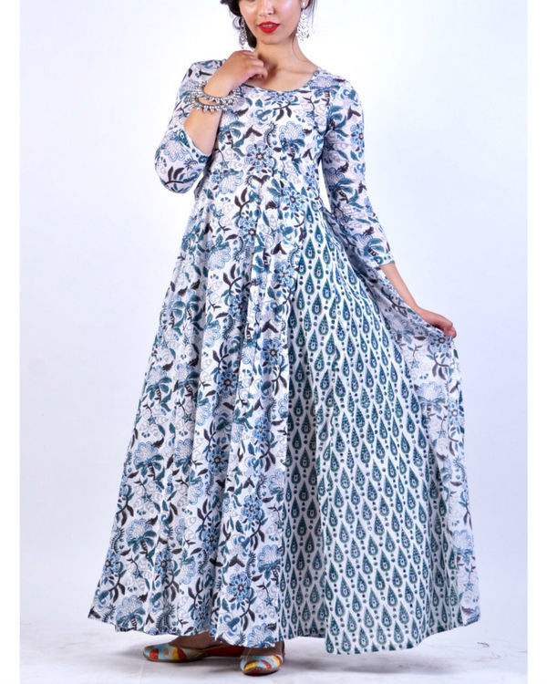 Enchanting blue attached pattern dress
