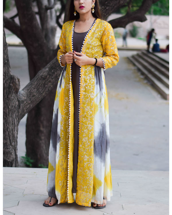 Yellow gota work cape with charcoal inner