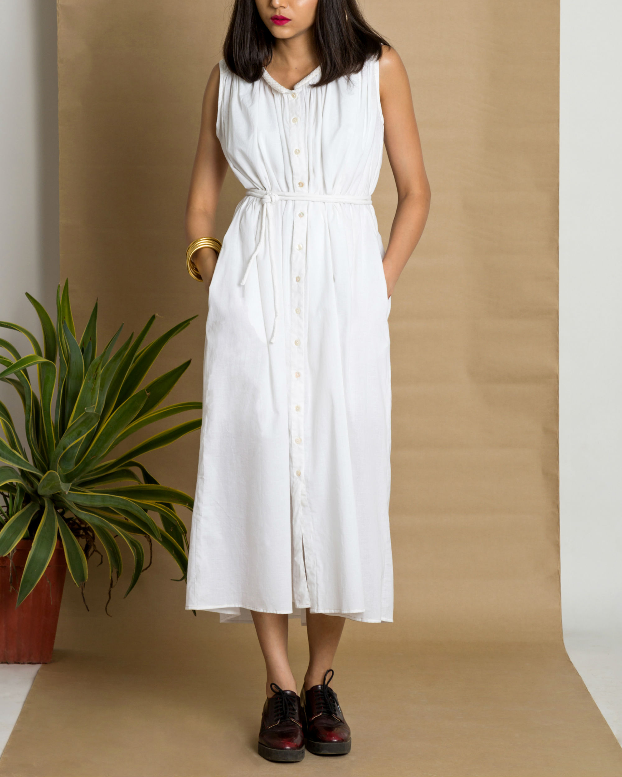 White sleeveless cotton dress
