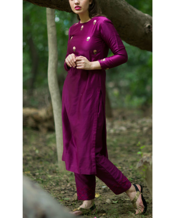 Burgundy embroidered bootah kurta set