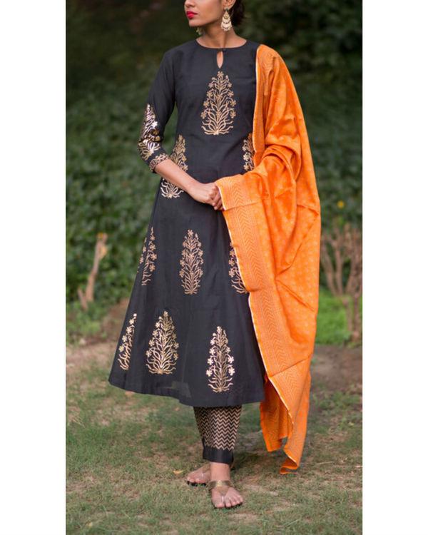 Ahilaya phool kurta set with a mughal bootah dupatta - narangi
