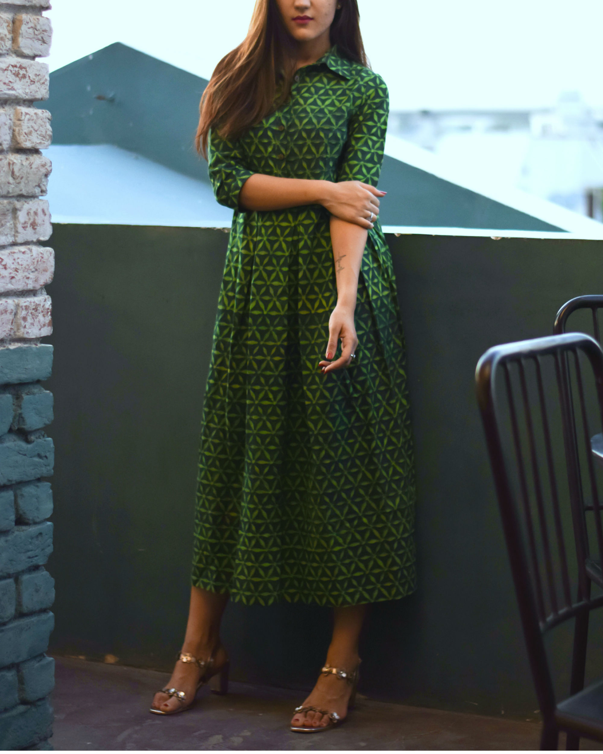 Green pleated shirt collar dress