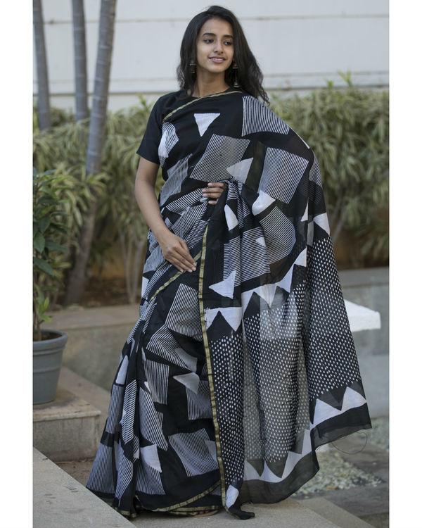Black and grey shapes printed sari