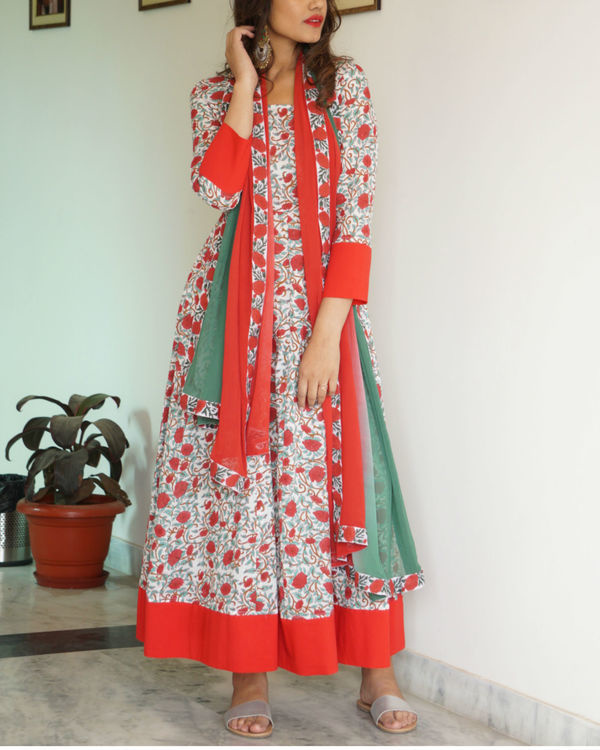 Red border maxi with dupatta