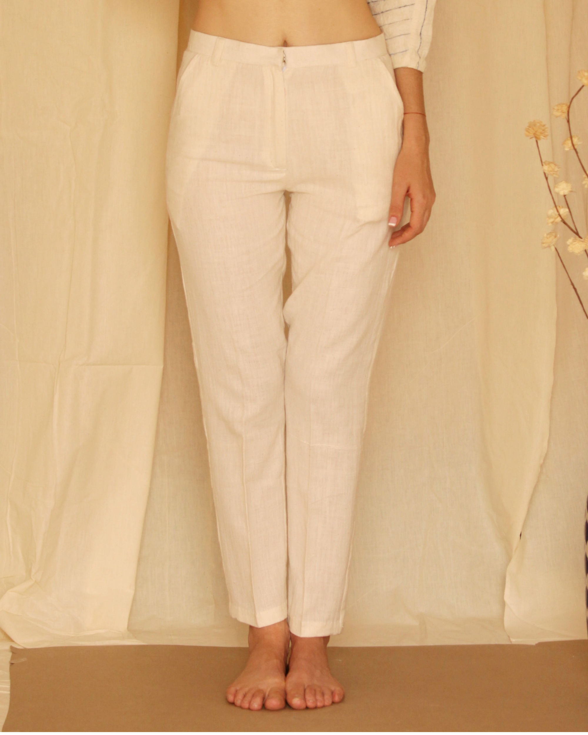 Tapered white fitted pants
