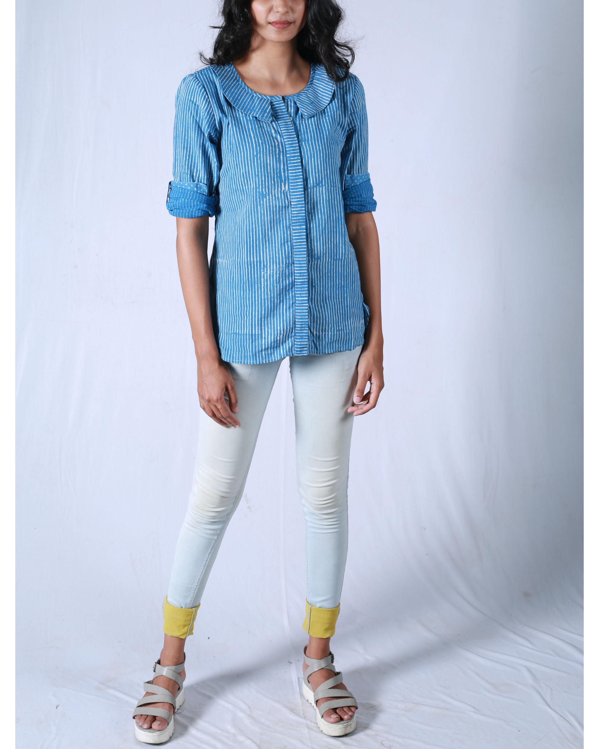 Blue pleated collar shirt
