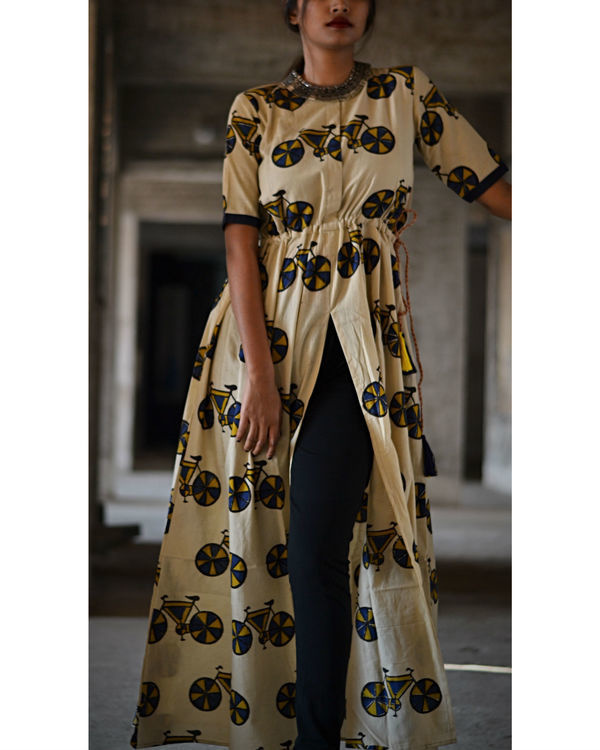 Cycle printed slit cape