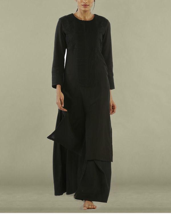 Black tunic with round neckline