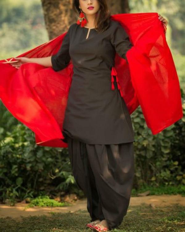 Black dhoti kurti with gotta patti red dupatta