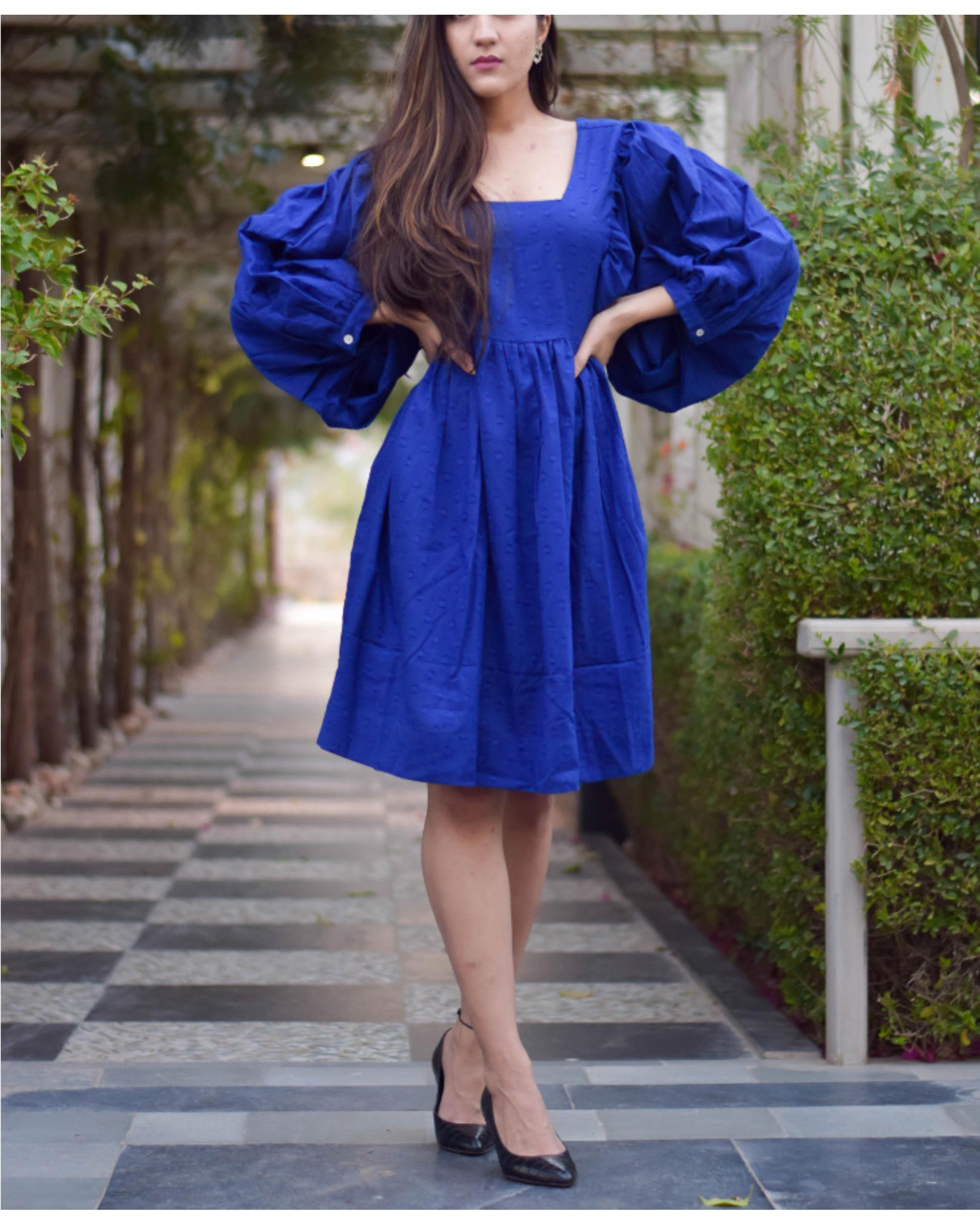 Blue trumpet short dress