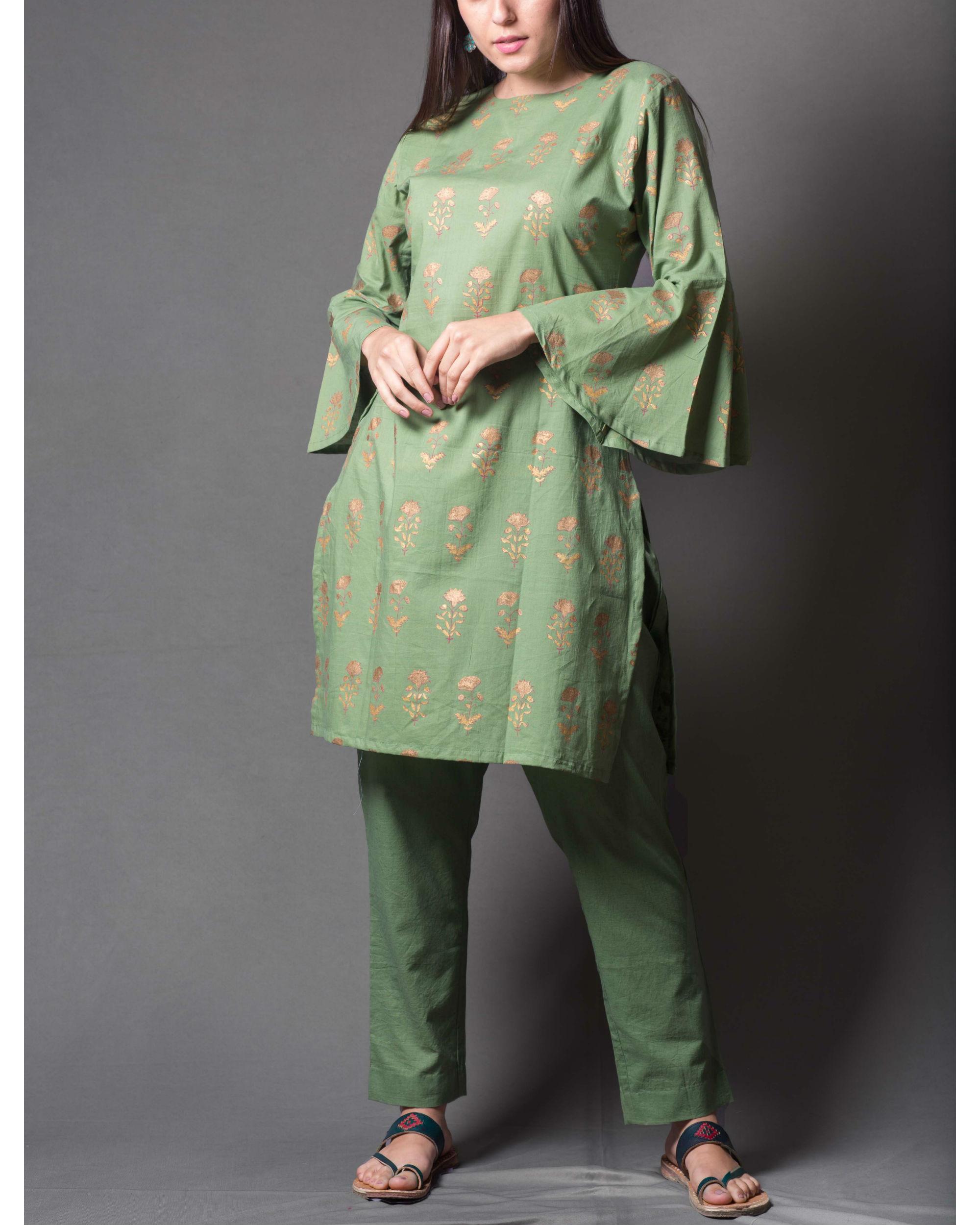 Green block daisy printed short kurta set