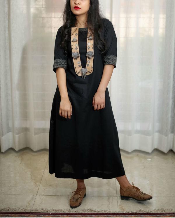 Black kurta with zari details