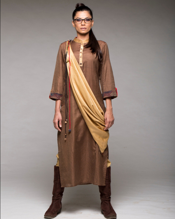 A line kurta with scarf