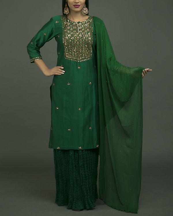 Hazrat begum embroidered kurta set with green chiffon dupatta