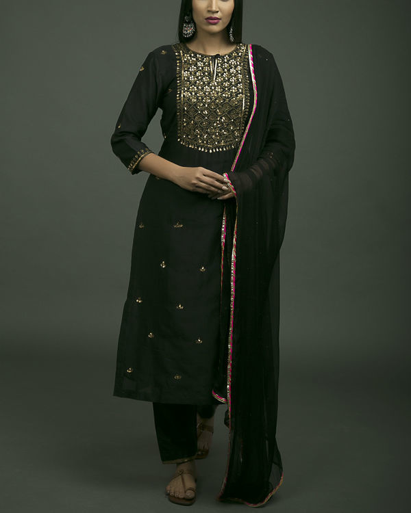 Shalimar aari embroidered kurta set with black dupatta