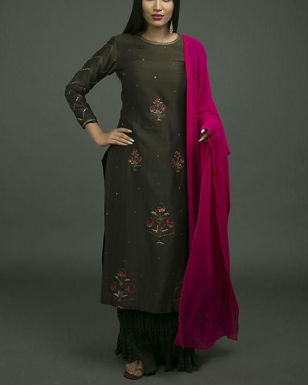Noori phool embroidered skirt set
