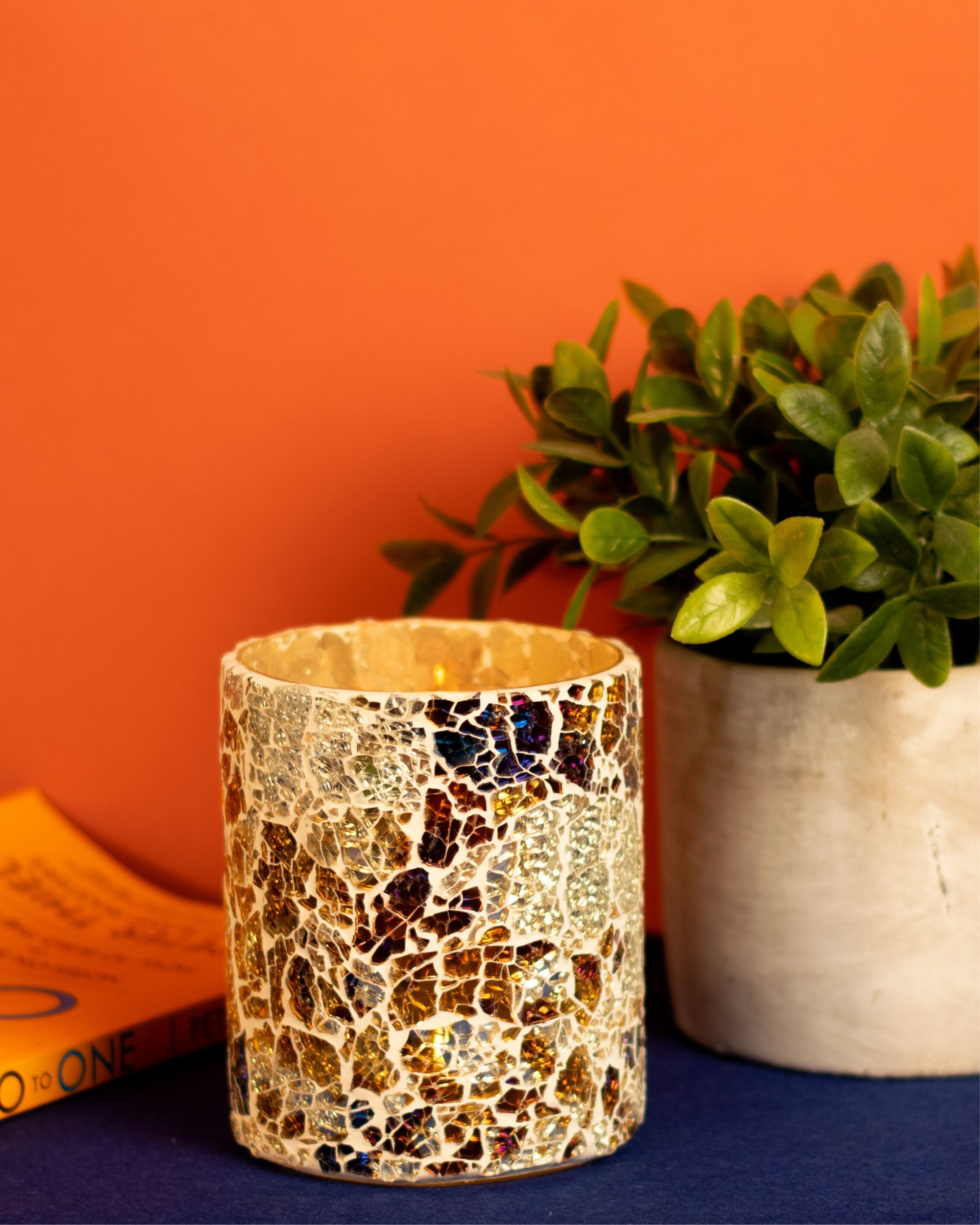 Pyre cracked pattern candle holder
