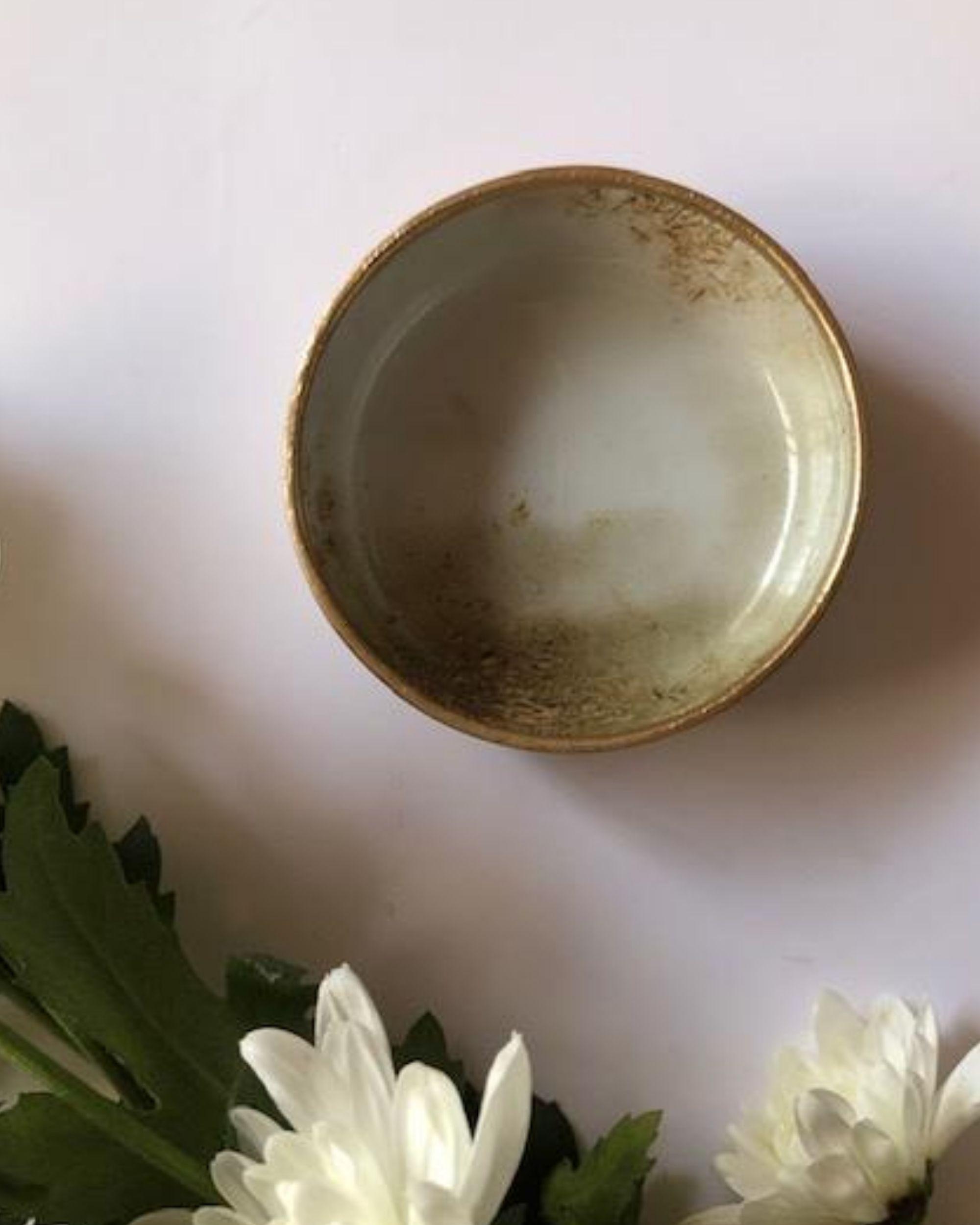 Beige metal dip bowl