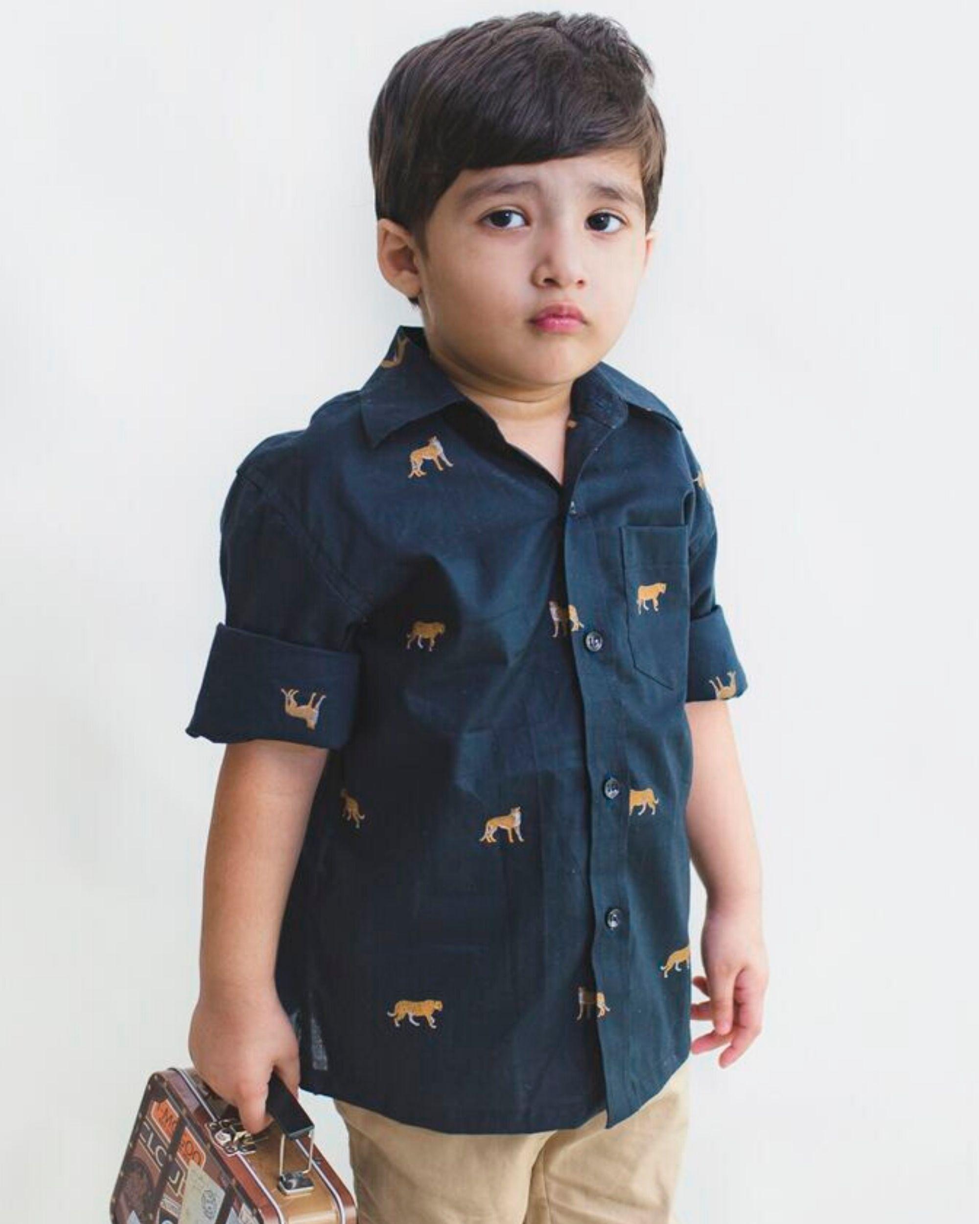 Deep blue leopard motif shirt