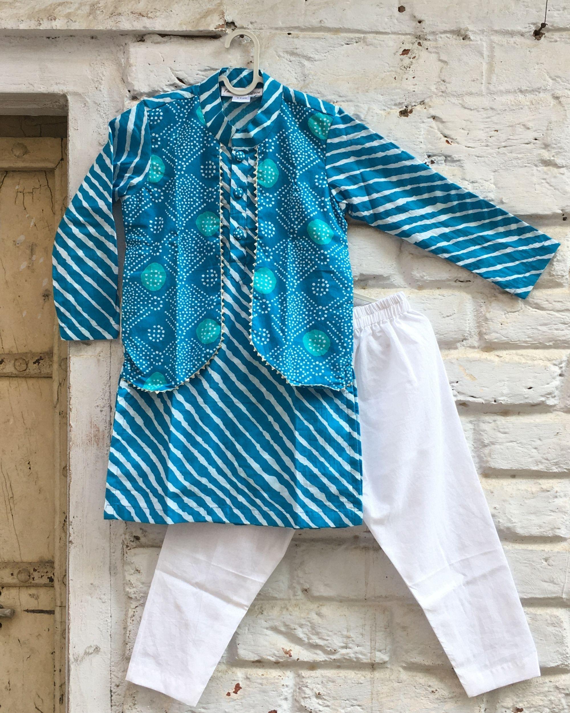 Blue leheriya kurta with attached bandhej jacket and white pyjama - set of two