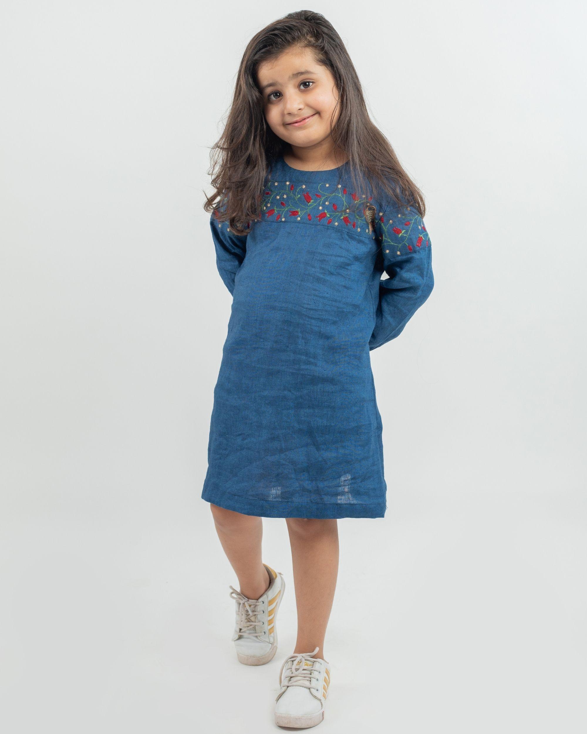 Blue linen embroiderey patch dress