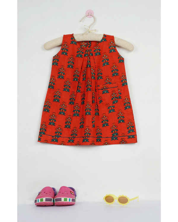 Red phoolbuti pleated dress