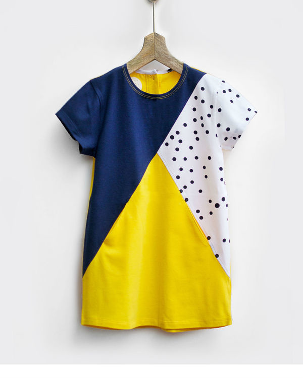 Triangle knit dress with seam pockets