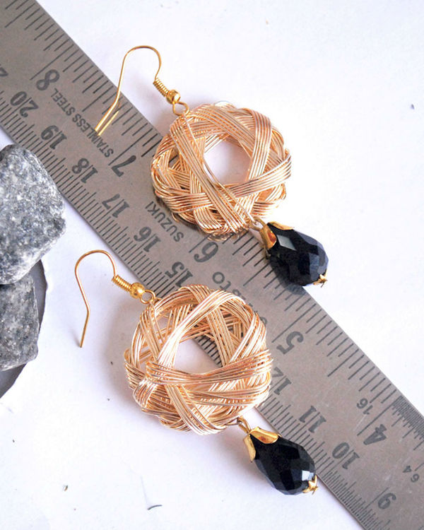 Weaved hoop earrings 1