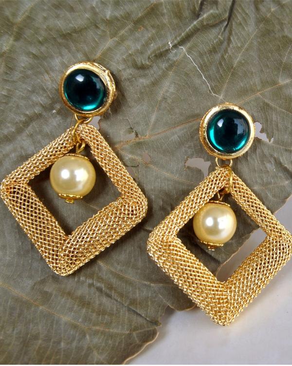 Green kundan mesh earrings 1