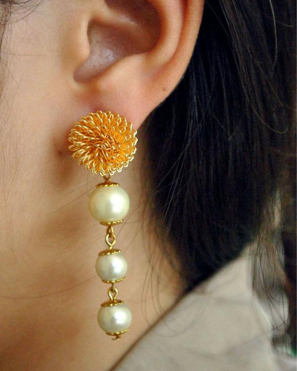 Pearl golden earrings 1