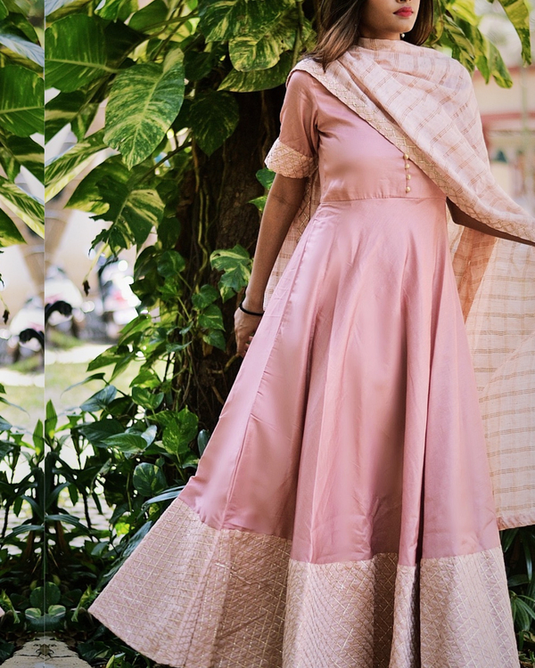 Pink flared dress with dupatta - Set of two 2